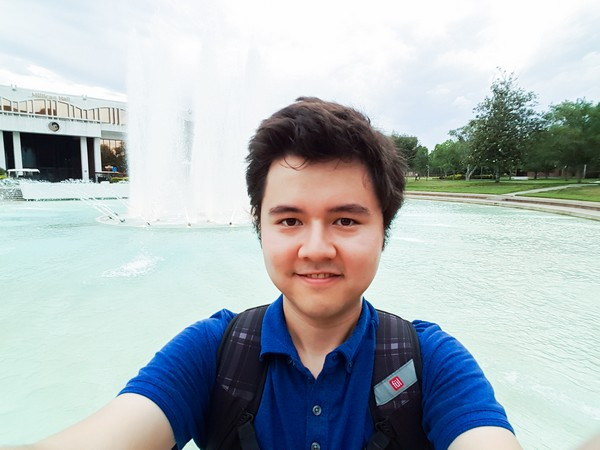 Me at the UCF fountain, 2016-05-16
