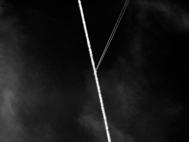 Photo: Contrail Intersection